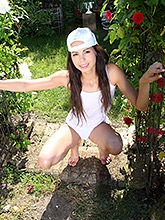 Nude And Wet Teen Kiki Shows Off Her Tasty Pink Pussy - Picture 3
