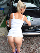 shoking photos of pinky june washing car naked! PICTURE 5